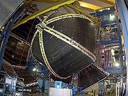 استُخدم مقياس الطيف القبولي الكبير (CLAS) التابع لمسرع شعاع الإلكترونات المستمر (CEBAF) الموجود في صالة التجارب B لمختبرات جيفرسون في قياس الإلكترونات خلال التجربة.