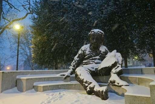 تمثال لألبرت أينشتاين في العاصمة واشنطن.