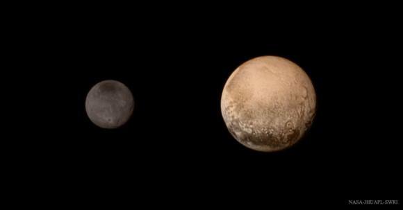 (صورة من آخر اقتراب لمركبة نيو هورايزنز (New Horizons) الفضائية من نظام بلوتو في11 تموز 2015. حقوق الصورة: NASA-JHUAPL-SWRI