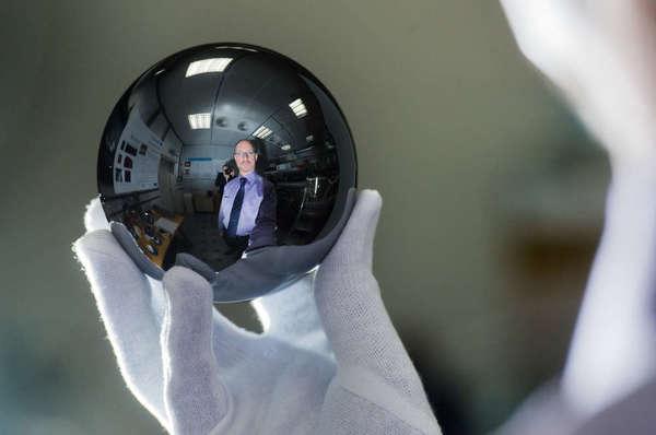 الكرة السيليكونية التي تزن كيلوغراماً واحداً.