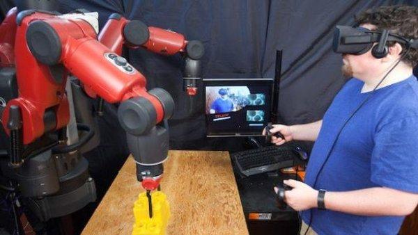 نظام واقع افتراضي من مخبر علوم الحاسوب والذكاء الاصطناعي بإمكانه أن يسهّل على عمال المصانع العمل عن بعد. حقوق الصورة: جايسون دورفمان Jason Dorfman، مخبر علوم الحاسوب والذكاء الاصطناعي – معهد ماساتشوسيتس للتكنولوجيا MIT CSAIL