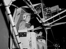 جيري كوب تختبر انحراف التلاعب في نفق ارتفاع الرياح.   المصدر: (NASA/Arden Wilfong)
