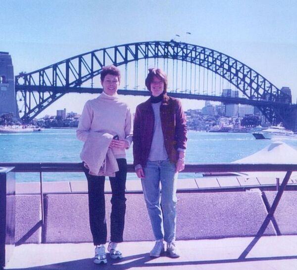 سالي رايد وتام أوشوغنيسي أثناء قضائهما عطلةً في أستراليا.  (حقوق الصورة: Courtesy of Tam O'Shaughnessy)