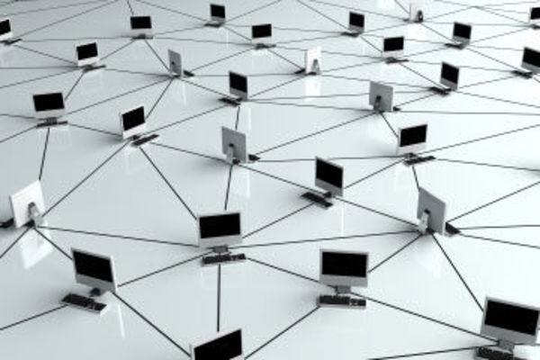 تتصل مخدمات الـDNS مع بعضها عبر الإنترنت وتخزن معلومات البحث لجعل عملية إقرار الاسم أكثر كفاءة). حقوق الصورة: ISTOCKPHOTO.COM/CHROMATIKA