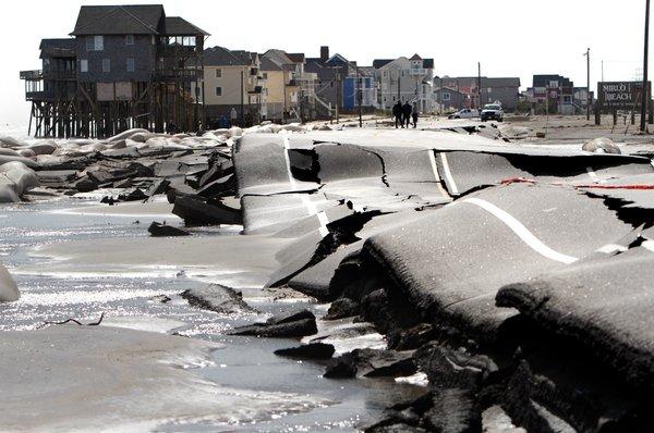 الأضرار الناجمة عن إعصار ساندي في رودانث، ولاية كارولينا الشمالية، أكتوبر/تشرين أول 2012. تصوير: ستيف إيرلي Steve Earley/لصالح أسوشيتد برس AP