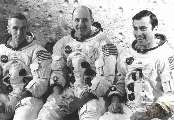 أفراد طاقم أبولو 10 جين جيرنان Gene Cernan وجون يونغ John Young وتوماس ستافورد Thomas Stafford .حقوق الصورة: ناسا