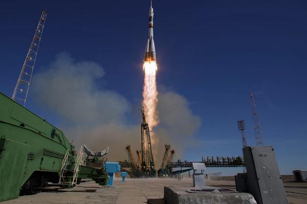 صورة لإطلاق صاروخ سويوز Soyuz الروسي من قاعدة بايكونور الفضائية في كازاخستان في 11 أكتوبر/تشرين الأول 2018. عانى الصاروخ من الفشل أثناء انطلاقه، مما اضطر فريق المهمة لإحباط الانطلاق واجراء هبوط اضطراري للكبسولة الحاملة للطاقم المكون من رائد الفضاء الأمريكي ناك هايغ Nick Hague ورائد الفضاء الروسي أليكسي أوفشينين Alexey Ovchinin. حقوق الصورة: Bill Ingalls/NASA