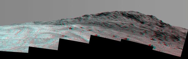 يظهر هذا المشهد المجسم من عربة أوبورتيونيتي لاستكشاف المريخ التابعة لوكالة ناسا التركيبة والألوان المتباينين في منطقة قمة هينرز Hinners Point، والتي تقع في الطرف الشمالي من وادي ماراثون Marathon Valley. كما تظهر أيضاً في الصورة نتوءات صخرية ساطعة في قاع الوادي إلى اليسار . المصدر: NASA/JPL-Caltech/Cornell Univ./Arizona State Univ