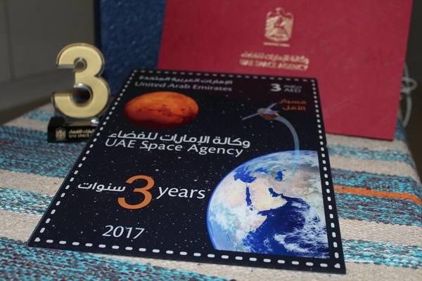 طابع بريدي إماراتي بمناسبة الذكرى الثالثة  لتأسيس وكالة الإمارات للفضاء
