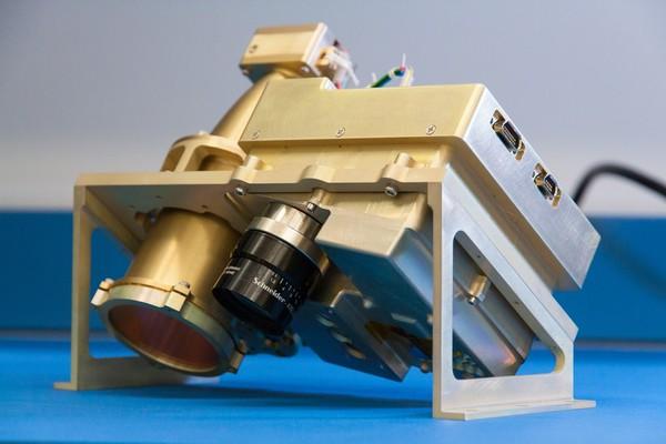 """يعتبر النظام الفرعي لقياس طيف المواد الطيارة القريب من تحت الأحمر (NIRVSS) أحد الأجهزة في مجموعة الأدوات التي ستوضع على متن بعثة """"المنقب عن الموارد"""" المتجولة، والتي يخطط لإطلاقها في عام 2020."""