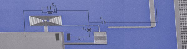 صورة: تسمح هذه الرقاقة الكمومية (1×1 سم) للباحثين بالاستماع إلى أضعف إشارة راديو تسمح بها ميكانيكا الكم. الحقوق: TU Delft