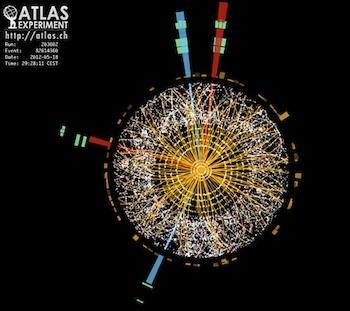 حدث تم تسجيله من قبل كاشف ATLAS في العام 2012 ويُوضح مميزات متوقعة لبوزون هيغز. Image ATLAS.