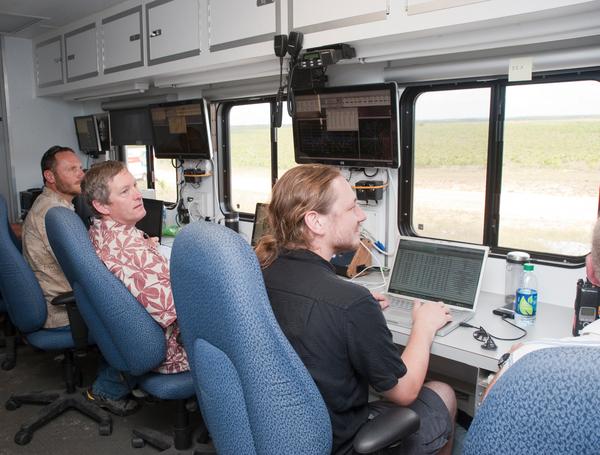 في 2001 سافر غرين وود إلى قاعدة سلاح الجو في إيجلين في فلوريدا، ليجمع بيانات الضجيج من سلسلة من اختبارات الطيران لطائرة Bell 430 المروحية. حقوق الصورة: NASA
