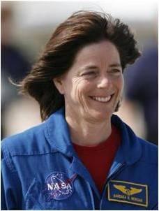 """تقول مورغان عن وقتها في الفضاء: """"نعم أنا فعليًا حصلت على بعض غبار النجوم عليّ، علينا جميعًا بعض غبار النجوم""""."""