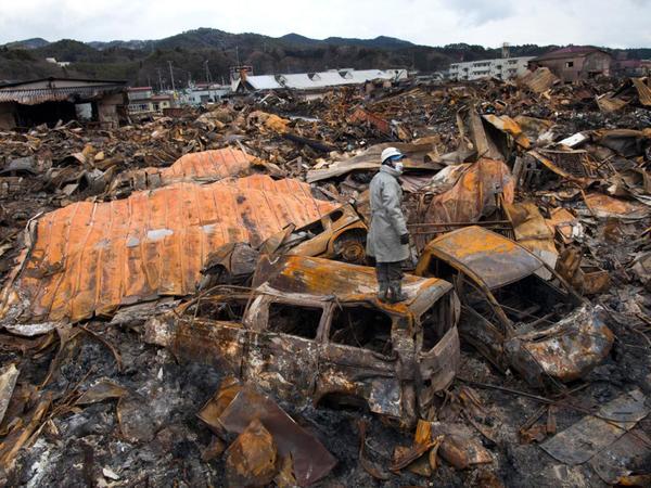 عينة من آثار الكارثة النووية باليابان في أعقاب الزلزال الأعنف في التاريخ، الذي مزق البلاد وتلاه تسونامي طوفاني.  حقوق الصورة: PAULA BRONSTEIN/GETTY IMAGES