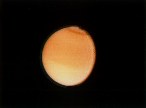 القمر تيتان