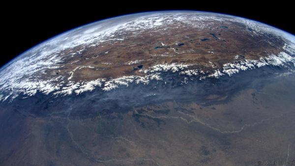 """يصف دون كوكبه الأم بأنه يبدو """"جميلاً بشكل مدهش"""" من الفضاء."""
