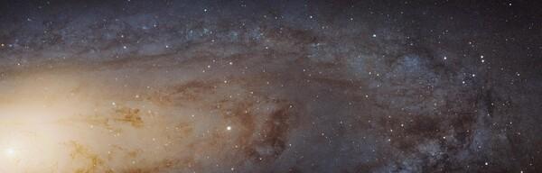 جزء من مجرّة أندروميدا، وهي أوضح صورة أُخذت للمجرّة على الإطلاق  حقوق الصورة: NASA/ ESA, J. Dalcanton/ B.F. Williams/ and L.C. Johnson (University of Washington)/ the PHAT team/ and R. Gendler