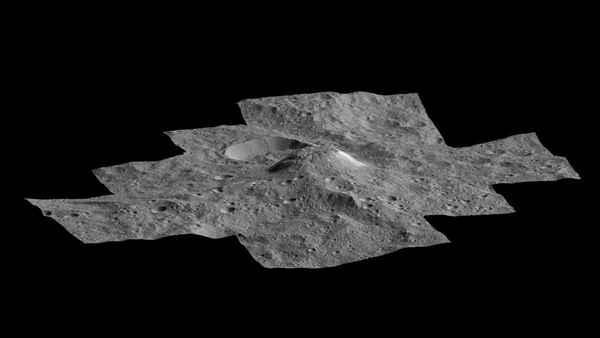 أنتجت مركبة Dawn الفضائية التابعة لناسا هذا المشهد بمنظور جانبي لجبل أهونا مونس على سيريس.