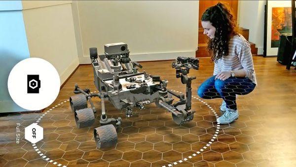 السيارة المريخية كيريوسيتي التابعة لناسا تزور غرفة معيشة أحد المعجبين عبر تطبيق الواقع المعزز المجاني Spacecraft AR. حقوق الصورة:NASA/JPL-Caltech