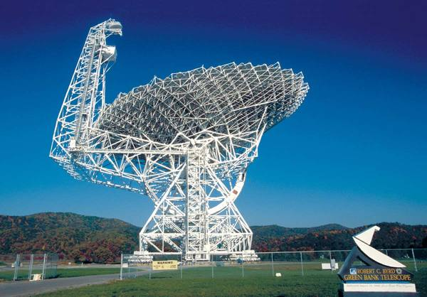 The Green Bank Telescope in West Virginia is one instrument that NANOGrav is using in its hunt for the elusive gravitational waves.  Credit: NRAO/AUI/NSF