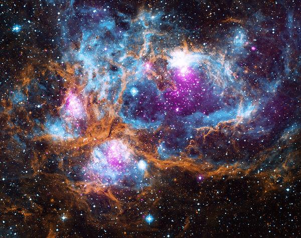 سديم أرض العجائب الشتوية يتألق في الفضاء