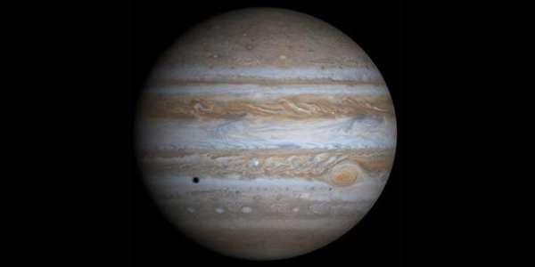 من المحتمل أن كوكب المشتري قد تنقل بين مدارات متعددة في بداية تاريخ المجموعة الشمسية، مما سهّل تشكل الكواكب الصغيرة. المصدر: ناسا.
