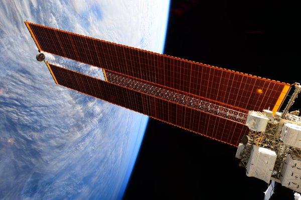 الألواح الشمسية الموجودة على متن محطة الفضاء الدولية. المصدر: ناسا.