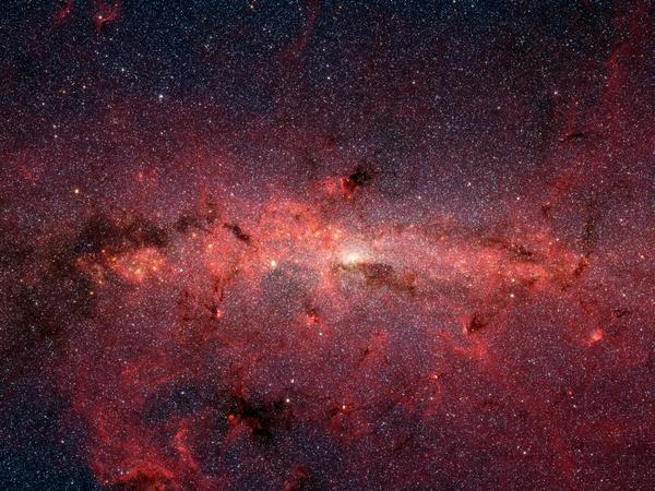 صورة بالأشعة تحت الحمراء من تلسكوب سبيتزر الفضائي، تظهر النجوم في وسط مجرة درب التبانة.  المصادر: ناسا / مختبر الدفع النفاث، معهد كاليفورنيا للتكنولوجيا/ S. Stolovy (SSC/ معهد كاليفورنيا للتكنولوجيا)