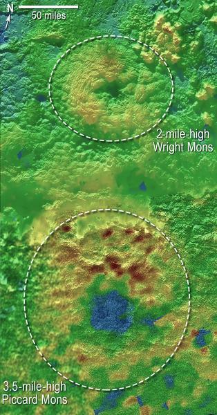 اكتشف علماء بعثة نيو هورايزنز أن اثنين من جبال بلوتو يمكن أن يكونا عبارة عن براكين جليدية، ويدعى هذان الجبلان بشكل غير رسمي بـ جبل رايت وجبل بيكارد. توصّل العلماء إلى هذا الاكتشاف عبر استخدام مجموعة صور لسطح بلوتو بهدف إنتاج خريطة طبوغرافية ثلاثية الأبعاد له. تصف الألوان في الصورة التغيرات في ارتفاع المناطق والتضاريس، حيث يشير اللون الأزرق إلى تضاريس ذات ارتفاع منخفض بينما يشير اللون البني إلى مناطق ذات ارتفاع أعلى. أما اللون الأخضر فيشير إلى التضاريس ذات الارتفاعات المتوسطة. المصدر: NASA/JHUAPL/SwRI