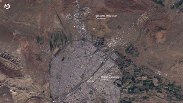 """منظر علوي لمدينة قم في إيران، كما يُشاهَد من القمر الصناعي """"سينتينيل-2"""" التابع لـ """"برنامج كوبرنيكوس"""" في يوم 27 فبراير/شباط 2020.  حقوق الصورة: (Satellite image ©2020 Maxar Technologies)."""