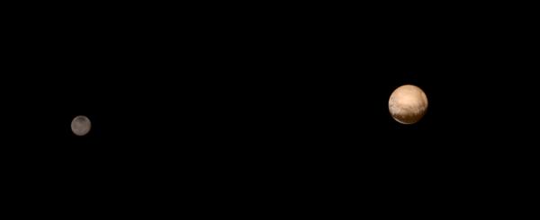 هذه هي الصورة نفسها لبلوتو وشارون التي التقطِت في الثامن من يولو/ تموز، 2015 بعد أن تمت إضافة البيانات اللونية عليها والتي حصلت عليها أداة Ralph في وقت سابق أثناء المهمة. <br />المصدر: NASA-JHUAPL-SWRI