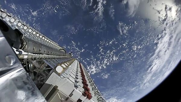 ستارلينك: أكبر مجموعة من الأقمار الصناعية إلى حد الآن. (حقوق الصورة: SpaceX)