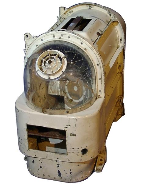 """صورةٌ لنوعٍ من وحدات السلامة التي تم استخدامها لإرسال """"كلاب الفضاء"""" الروسية في مداراتٍ حول الأرض. WIkipedia Commons/Bricktop/Russia in Space حقوق الصورة:"""