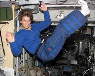 إيلين كولينز Eileen Collins، أول أنثى قائد وطيار لمكوك فضائي