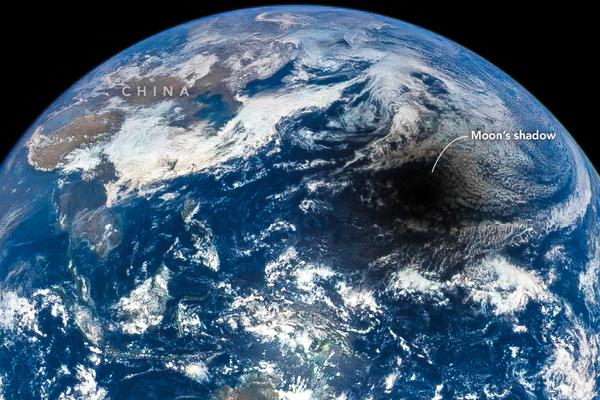 ظل القمر، الصين التقطت في 9 مارس/آذار 2016