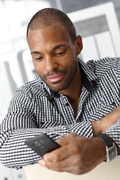 ∗سيتيح التواصل بين الخلايا والهواتف الخلوية القدرة على التشخيص وعلاج الأمراض.  حقوق الصورة: StockLite/Shutterstock.com
