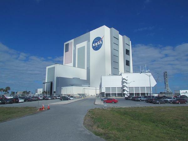 مبنى تجميع المركبات، أضخم مبنى من طابق واحد في العالم وأعلى مبنى في الولايات المتحدة الأمريكية خارج المناطق الحضرية