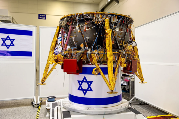 تُخطط شركة سبيسيل بالتعاون مع شركة إسرائيل لصناعات الطيران لإطلاق مركبة هبوطٍ على القمر على متن صاروخ فالكون 9 التابع لشركة سبيس إكس في شهر ديسمبر/كانون الأول.