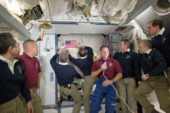 كيف ينظف رواد الفضاء أنفسهم بعد التبول