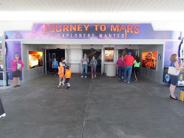 مدخل مبنى المريخ