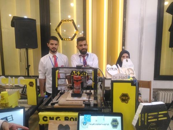 آلة CNC ثلاثية المحاور يتحكم بها عن طريق الحاسب