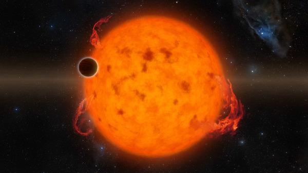 كوكب K2-33b الظاهر في الصورة هو أصغر الكواكب الخارجية التي اكتُشفت إلى الآن. ويدور دورة كاملة حول نجمه كل خمسة أيام. المصدر: NASA/JPL-Caltech