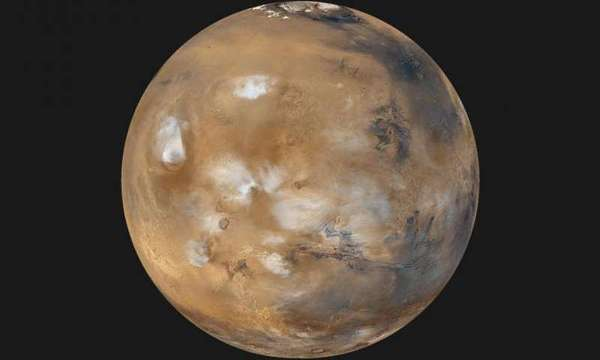 من المفترض أن تمنع إجراءات الحماية الكوكبية سفر الميكروبات على متن المركبات الفضائية المتجهة إلى المريخ، لكن من الصعب عموماً تحييد كل شيء. Credit: NASA/JPL-Caltech/MSSS