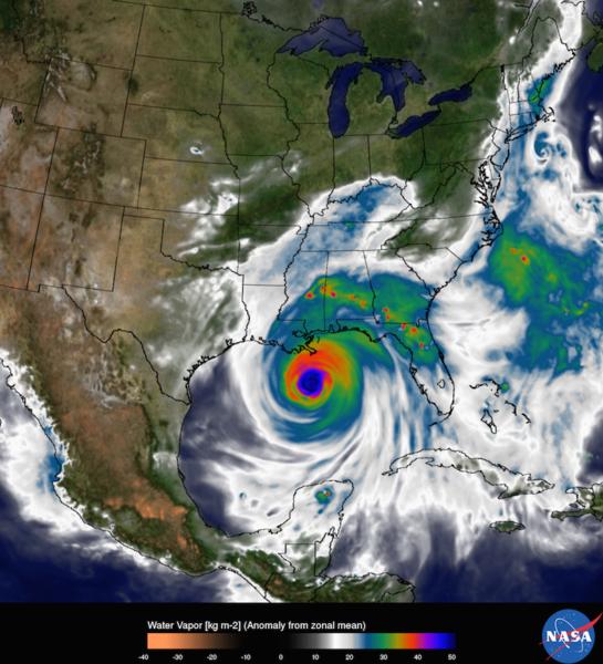 تظهر كل صورة بخار الماء داخل إعصار كاترينا في 29 آب/أغسطس 2005 ولكن بدقّة مختلفة. الصورة اليسرى دقّة 50 كم، وهي دقّة معظم النماذج العالمية في عام 2005. وتظهر الصورة اليمنى نسخة 2015 من نموذج نظام غودارد لمراقبة الأرض، الإصدار 5 (GEOS-5) في الدقّة العالمية 6.25 كم . حقوق: مركز ناسا غودارد للطيران الفضائي/ بيل بتمان Credits: NASA Goddard Space Flight Center/Bill Putman