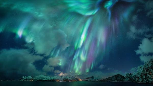 التقط المصور الألماني نيكولاس رومليت صورة «السيدة الخضراء» مرسومةً في الأضواء الشمالية في السماء فوق النرويج. (حقوق الصورة: نيكولاس رومليت).