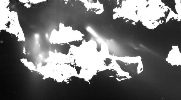 منظر قريب لنفثات الغبار من المذنب.  المصدر: ESA/Rosetta/MPS for OSIRIS Team MPS/UPD/LAM/IAA/SSO/INTA/UPM/DASP/IDA