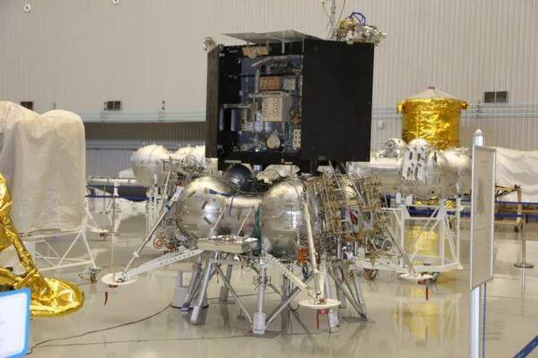 تخطط وكالة الفضاء الروسية روزكوموس Roscosmos إلى إطلاق مركبة الهبوط القمرية لونا -25 في شهر أكتوبر/تشرين الأول سنة 2021. (حقوق الصورة-© NPO Lavochkin)