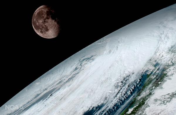 التقط GOES-16 هذه الصورة للقمر كما بدا فوق سطح الأرض في 15 كانون الثاني/يناير. وكما كان الحال مع أقمار GOES الصناعية السابقة، ستستخدم GOES-16 قمرنا للمعايرة.