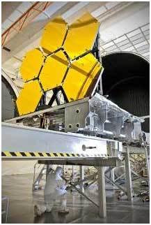تستعد أول ست قطع من المرآه الأوليّة لبدء الاختبار النهائي لتحمّل شدّة البرودة في مركز مارشال لرحلات الفضاء التابع لناسا Marshall Space Flight Center في هانتسفيل Huntsvilleبولاية ألاباما. المصدر: Chris Gunn, NASA.